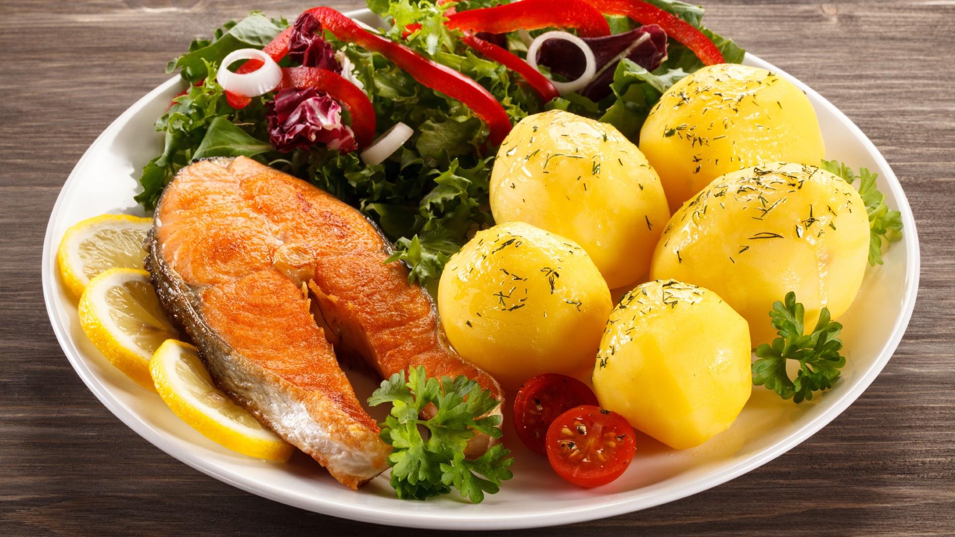 1920x1080_vtoryie-blyuda-ryiba-kartofel-limon-lajm-ovoschi